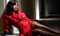 красное пальто с белым